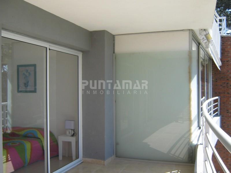 Apartamento ID.211926 - APARTAMENTO DE UN DORMITORIO , TERRAZA Y PARRILLERO , ALQUILER DE MARZO AL NOVIEMBRE