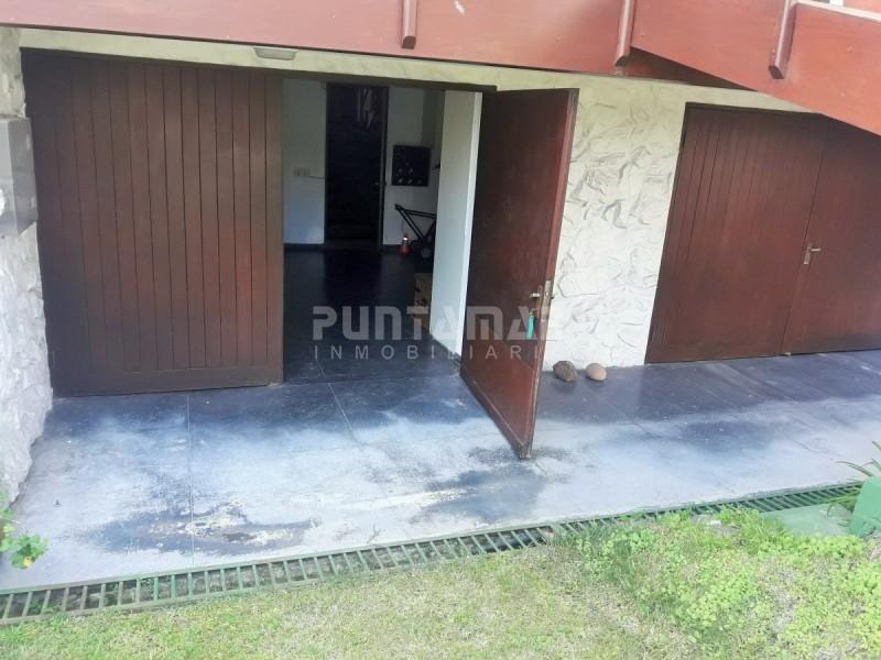 Casa ID.210273 - CASA CONFORTABLE PARA VIVIR TODO EL AÑO, ESTUFA A LEÑA, PATIO CON PARRILLERO Y GARAGE PARA DOS AUTOS.