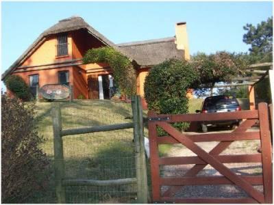 Casa en Jardines de Cordoba, 3 dormitorios *