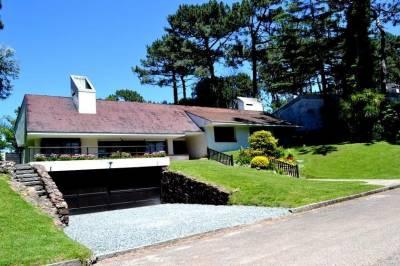 Casa en Cantegril, 5 dormitorios *