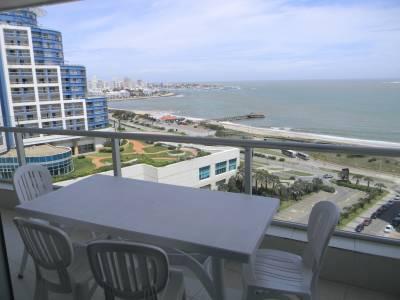 Dpartamento 2 dormitorios , 2 baños en suite , toilette , living comedor , cocina , balcon con vista al mar , todos los servicios . consulte