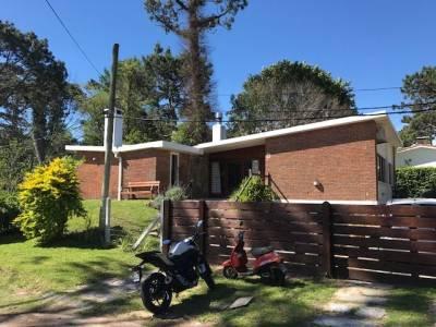 Venta temporario de Casa 3 DORMITORIOS en PLAYA MANSA, Punta del Este