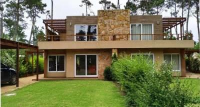 Casa en venta a estrenar! 3 DORMITORIOS en Pinares, Punta del Este