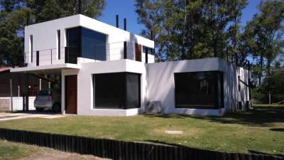 Moderna casa en lo mejor de la barra