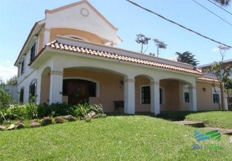 casa en venta  Punta del este ,A 100 mts de la playa