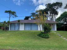 Hermosa casa en alquiler anual y venta !